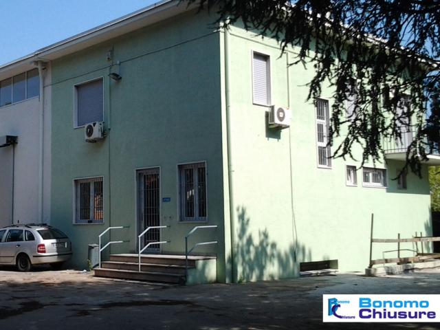 rivestimento capannone industriale serramenti pvc palazzina uffici milano