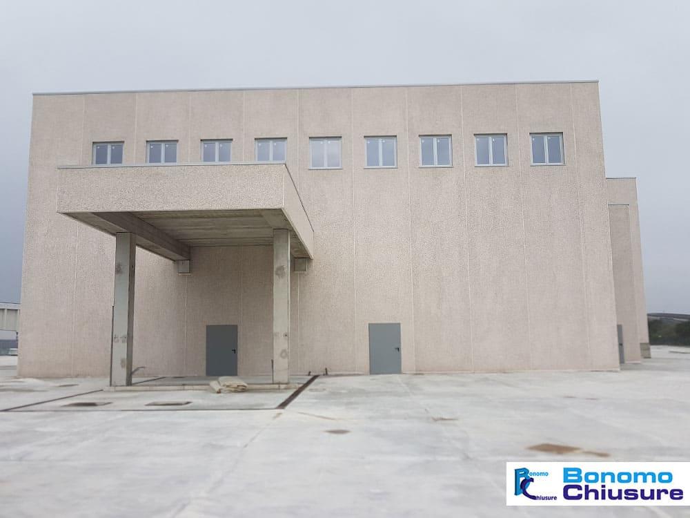Serramenti e infissi in pvc alluminio in capannone industriale provincia milano monza brianza